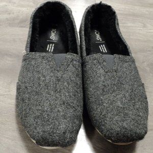 Women's Grey Toms Flats with fur lining size 9